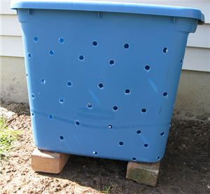 How to make a compost bin from a storage tub.even the smallest yards can compost...Fab idea.
