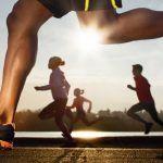 Ejecutar ejercicios de calentamiento son necesarios tanto para entrenarnos como para enfrentarnos a una carrera. Los ejercicios de calentamiento sugeridos duranaproximadamente unos diez minutos. G…
