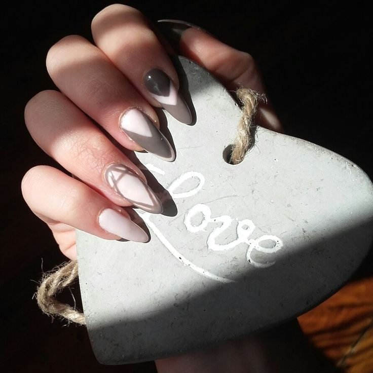 Geometric nails pink&grey #longnails #naturalnails #stonelove #semilac