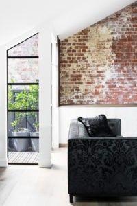 Eine Schräge Ecke Des Wohnzimmers Kann Mit Einem Hauch Von Einer  Exponierten Alte Peeling Bemalten Mauer