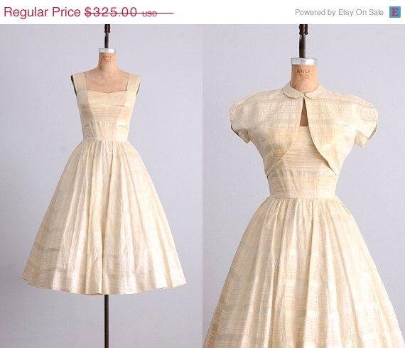 vintage anni ' 50 vestito • Allardale • argento • zoppo vintage 50s partito abito • abito da sposa di PickledVintage su Etsy https://www.etsy.com/it/listing/198230589/vintage-anni-50-vestito-allardale