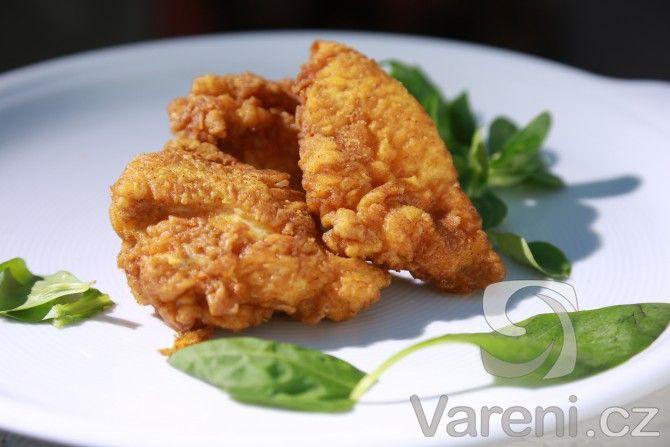 Kousky kuřete obalené v delikátním těstíčku a potom osmažené na oleji. Nenáročný recept na výbornou drůbeží specialitu.