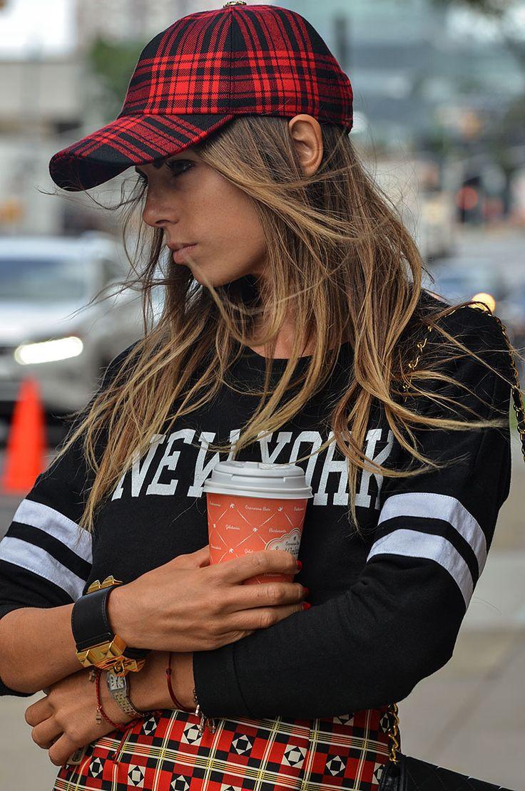 Las calles de #NYFW... protagonistas del #StreetStyle más chic y urbano... http://www.vogue.mx/galerias/street-style-new-york-fashion-week-primavera-verano-2014-nueva-york-gran-manzana/2522/image/1125989