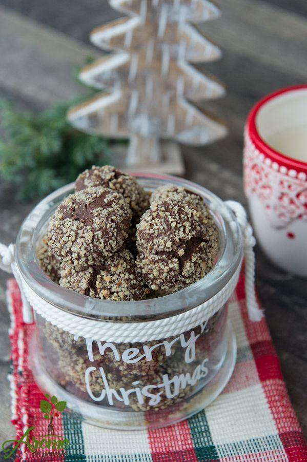 Fursecuri cu nuca, moi si gustoase pregatite pentru Mosu'. Cu siguranta Mosu' va fi incantat de gustul de cacao si nuca al fursecurilor pregatite de cei mici.