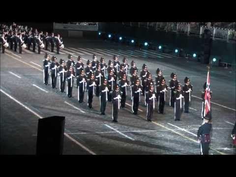 Norvég katonák parádéja Moszkvában! A Dschinghis Khan: Moszkva című zenéjére