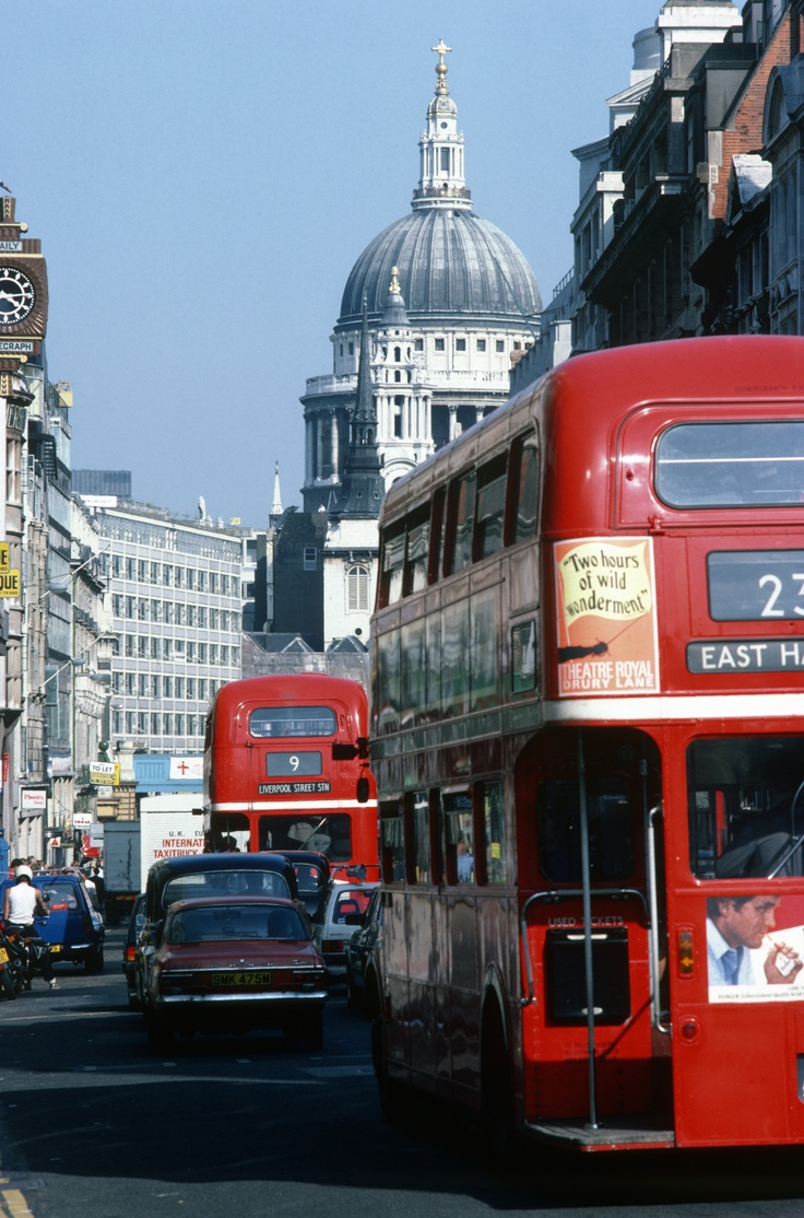 London sightseeing bus tours - St Paul's Cathedral from Fleet Street http://www.goldentours.com/London_Tours