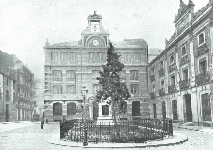 http://urbanity.cc/forum/españa/comunidad-de-madrid/urbanismo-mad/10465-de-madrid-al-cielo-álbum-de-fotografías-y-documentos-históricos/page64