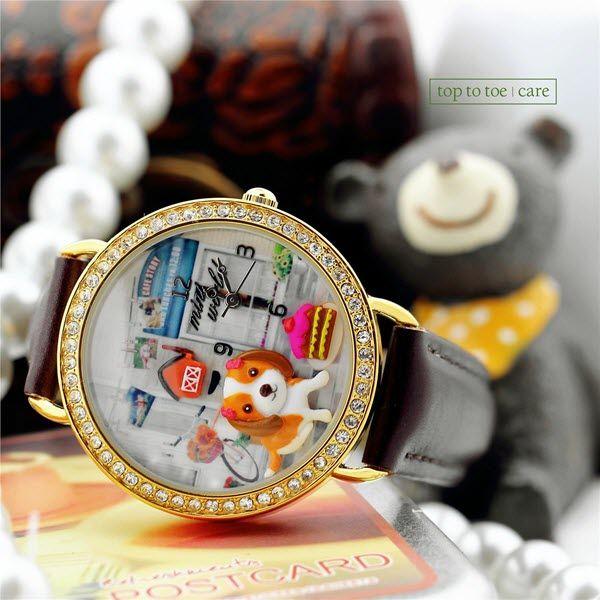 Desain Korean Handmade Polymer Clay Mini Miniature Watch Memang Lucu dan Unik yah Dealivians. Material yang dibuat dengan bahan Stainless steel case back PU leather dan strap 3ATM Water resistant menampilkan jam tangan ber-desain Cute Puppy ini tampil lebih berkilau.  Jangan sampai ketinggalan hanya di http://goo.gl/JZ7sKE