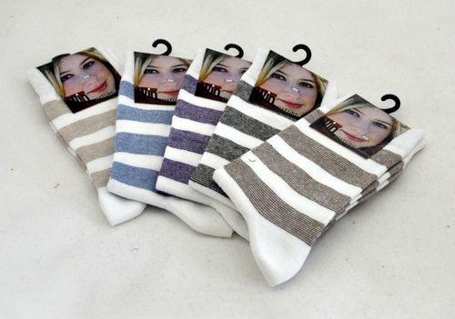 Damen Socken Naturfaser  mit Ringel. Die hochwertige Baumwolle ist atmungsaktiv und hautsymphatisch. Der Softbund hält den Socken am Fuß ohne einzuschneiden. Ohne Druckstellen durch handgekettelte Zehennaht und Softbund Bester und hervorragendem Tragekomfort Material: 80% Baumwolle, 15% Polyamid, 5% Elasthan