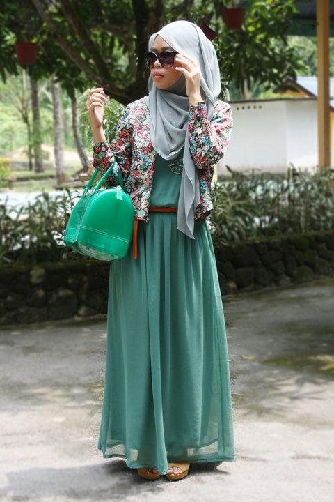 floral jacket over maxi dress. Too bad the handbag :(