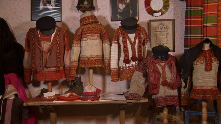 YLE Strömsö Avsnitt 548: Korsnäströjan har bevarats i sin ursprungliga form i närmare 170 år och intresset för tröjan lever vidare.