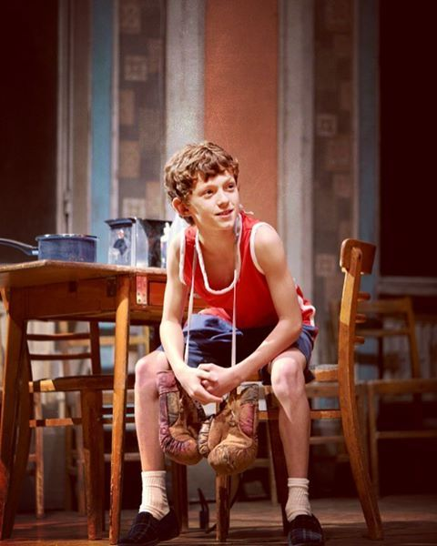 GUYS. Tom Holland played Billy Elliot on Broadway before he was Spiderman . WHAAAAAT?????