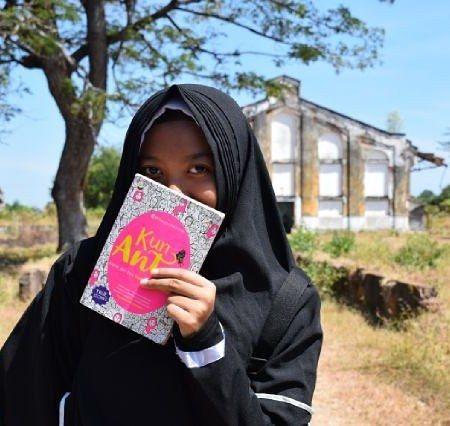 Kamu udah punya buku ini belum? . Buku Kun Anta. Buku BEST SELLER NASIONAL yang sudah dimiliki PULUHAN RIBU MUSLIMAH untuk mau tampil cantik dari hati cantik jadi diri sendiri. . Dapatkan di toko buku Gramedia Togamas Gunung Agung atau toko buku online di seluruh Indonesia. . . Yang mau order Buku Kun Anta  Ttd penulis bisa Hub via Line (Klik link yg ada di BIO @ NegeriAkhirat / Search di line kamu : @ motivasi (pakai @) atau wa 0857-5512-6662 . . Yuk Cantik dari hati cantik jadi diri…