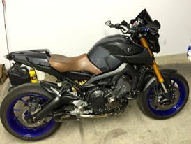 FZ-09 with custom seat and Ermax body parts