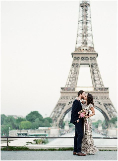 Paris Anniversary Session at Eiffel Tower | Image by Sophie Epton Photography