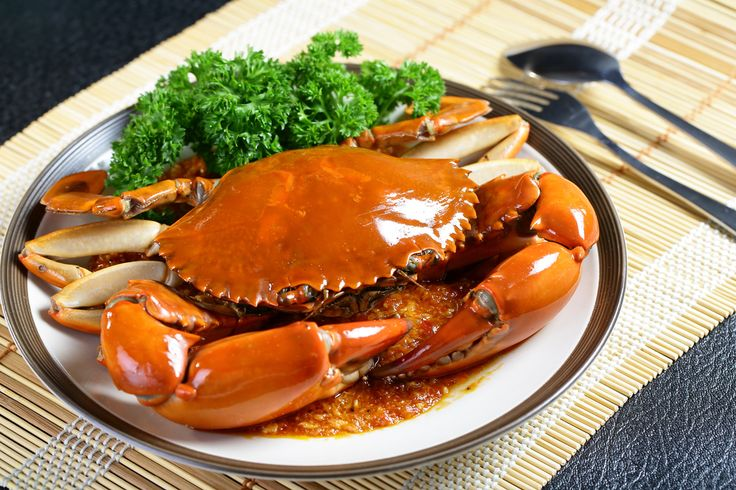 Take a cooking class in Singapore and learn to cook delicious spicy crab, Singapore style! #spicycrab #yum