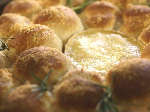 Briochebroodkrans met gebakken camembert (Libelle Lekker!)