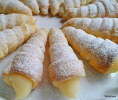 Conos de hojaldre rellenos de crema pastelera Más
