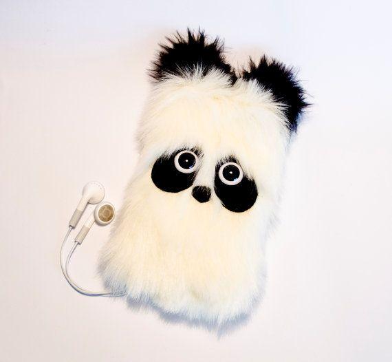 Inspireras och sy ett eget iPhone- eller iPad-fodral i form av en söt, ullig panda.