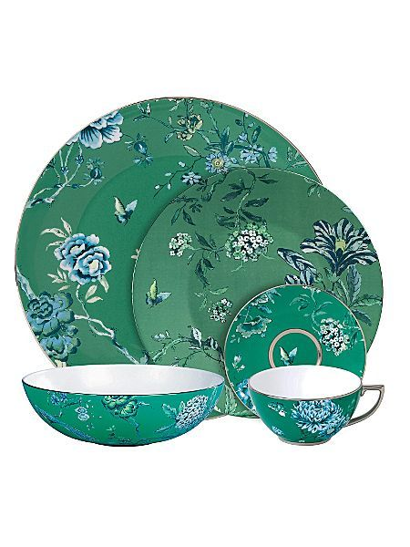 Beautiful fine bone china dinner wear.  This is Wedgwood Jasper Conran.  You can price compare for it here http://www.pricerunner.co.uk/cl/461/Kitchen-Accessories#search=serving+platter&sort=4&q=serving+platter