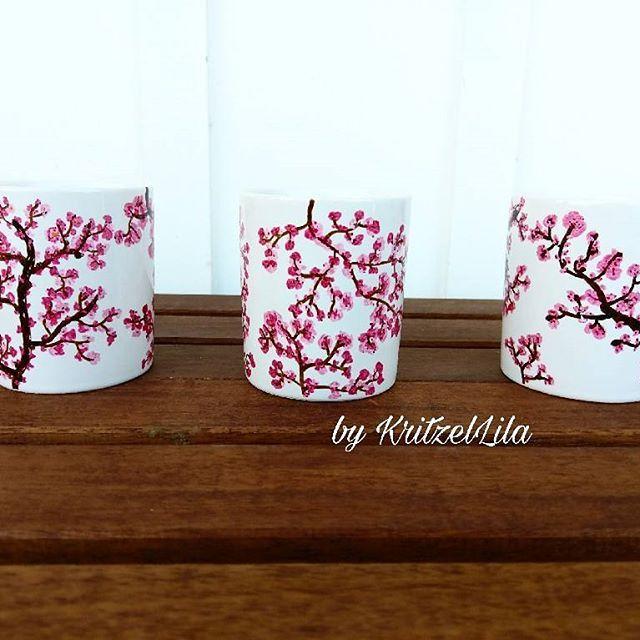 Passend zur Jahreszeit, der Frühlingsbecher.  .  .  .  #Kirsche #rosa #zweige #Äste #becher #cup #coffeecup #kaffeepott #Frühstück #kuchen #kaffeegehtimmer #Frühling #spring #kritzellila #Blüte #kirschbaum #cherrytree #cherry #artdesign #design #muster #pattern #illustration #porzellan #porzellanmalerei #malen #edding #porzellanbecher #geschenk #draw