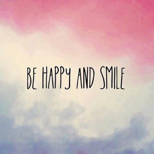 Sonreir alarga la vida, nos hace más guapas y atrae a gente que quiera divertirse y sonreir con nosotras :)