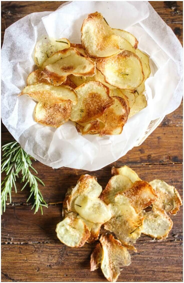 Homemade Italian Baked Potato chips,an easy crispy oven baked potato chip recipe. The perfect side dish or snack, kids will love them. via @https://it.pinterest.com/Italianinkitchn/