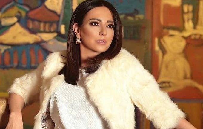 أمل عرفة تكشف عن إصابتها بفيروس كورونا Coat Fur Coat Fur