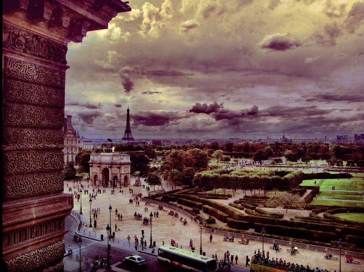 Le jardin des Tuileries vu par les fenêtres du Louvre. Un autre spectacle parisien incomparable... (photo par Osvaldo Pieroni, 09/2008