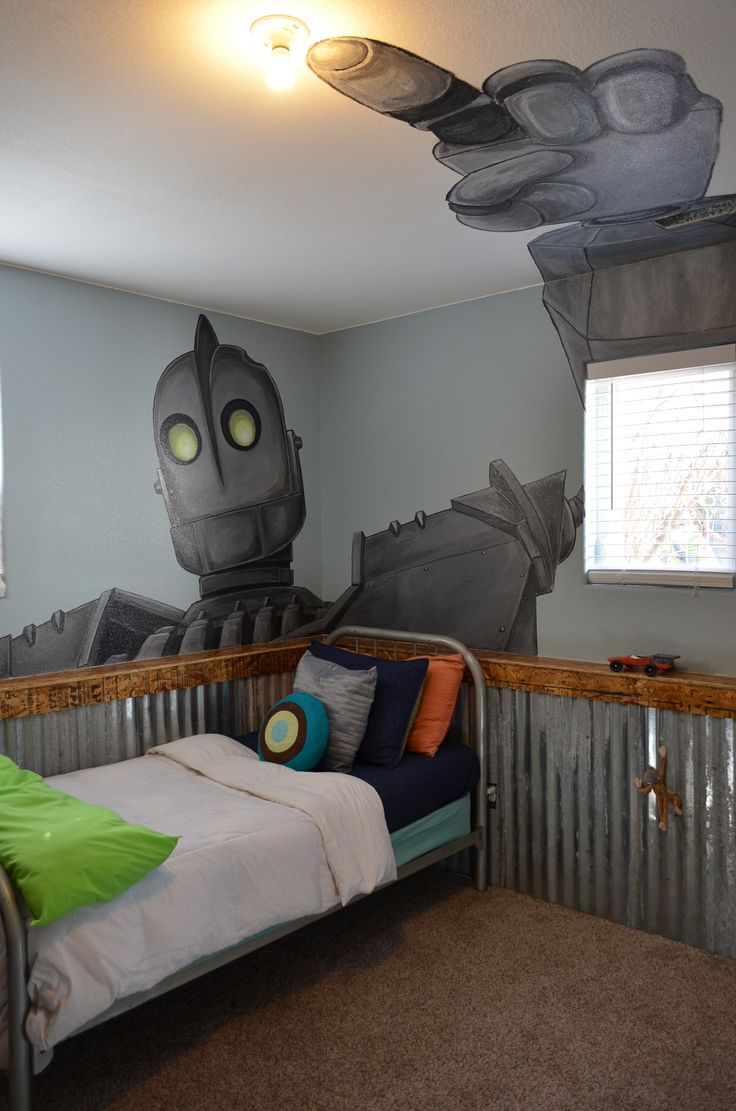Iron Giant mural from another angle. Artist: Kathy Riley