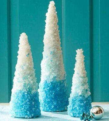 Arbolitos de Navidad decorados con sal