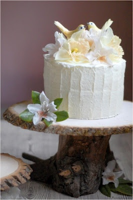 Cake stand from a tree trunk/branch...now trying to think of a reason I need to make this cuz I want!!