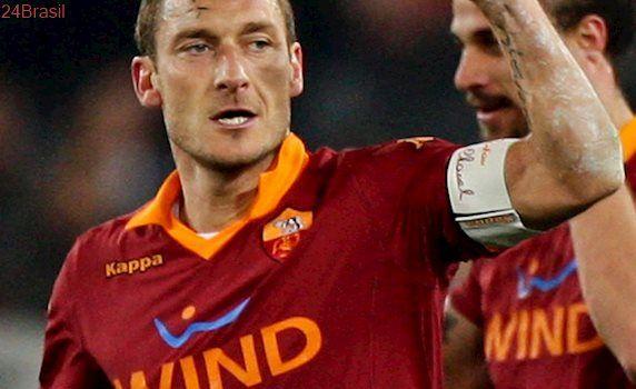 Totti anuncia que se despedirá da Roma no domingo, mas evita revelar seu futuro