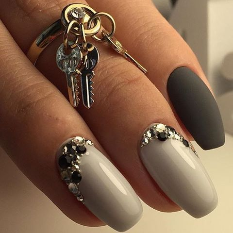 A manicure which combines a glossy and matte coating has an impressive appearance. Two gray shades beautifully set off each other. A nail painted by dark v