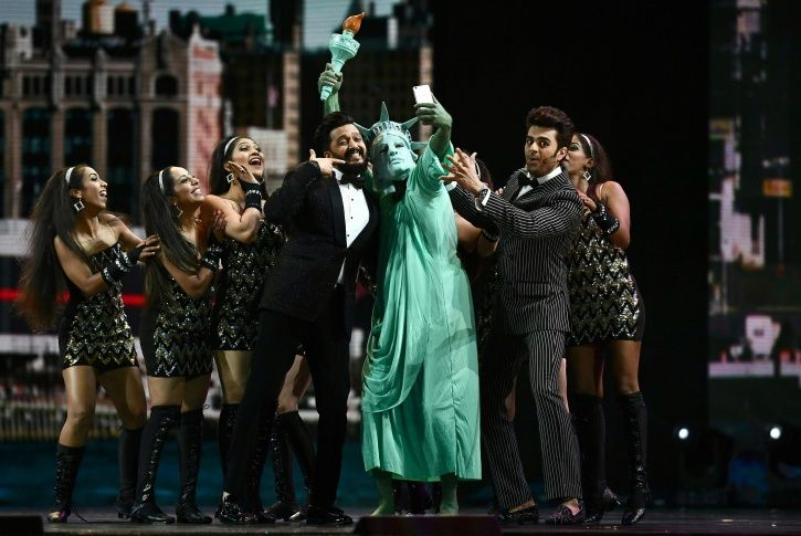 Riteish Deshmukh and Manish Paul's 'Selfie Maine Le Li Aaj' moment with the Statue of Liberty.