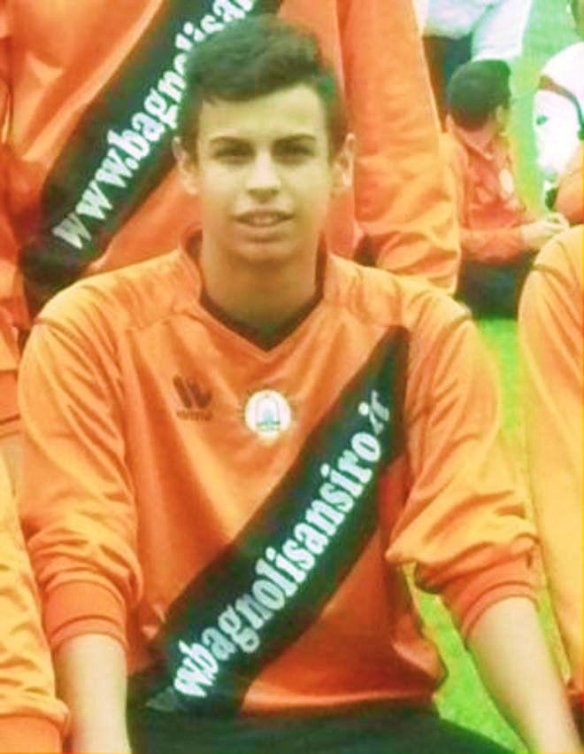 Si chiamava Giulio Piva, 18 anni http://tuttacronaca.wordpress.com/2013/11/01/chi-era-il-ragazzo-di-18-anni-morto-nella-notte-di-halloween-per-una-crisi-dasma/