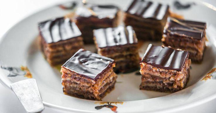 Mennyei Zserbó recept! Ez a klasszikus Gerbeaud (ejtsd: zserbó) sütemény. Isteni, időtálló hazai kedvenc! És ez a legjobb zserbó recept, amit valaha kóstoltam! ;) Próbáld ki te is, ezzel biztos a siker!