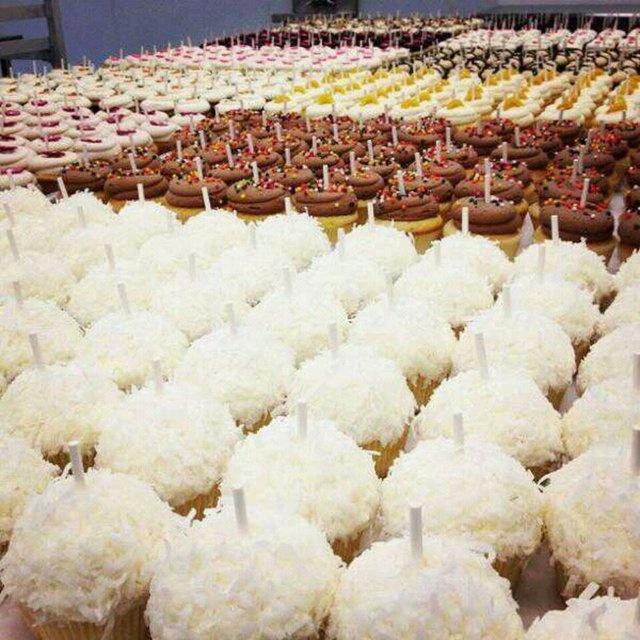 Georgetown cupcakes @ Washington DC: Cupcake National, Georgetown Cupcakes, Cupcakes And, Washington Dc, Dc Cupcakes, Sig Branding, Cake Business, Guess Georgetown