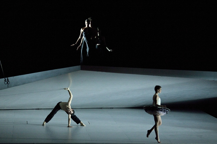 Roméo et Juliette's production is the result of Sasha Waltz's artistic sensitivity. Watch the video with an interview to the Choreographer! http://www.youtube.com/watch?v=gUB3nlSajx0=SP681852045296E2D2=4