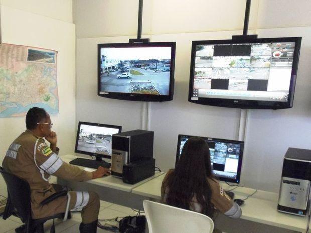 Câmeras que fiscalizam o trânsito estão autorizadas a multar +http://brml.co/1M8YIsT