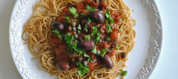 Pasta Puttanesca; Smaakvolle pastasaus met ansjovis en kappertjes | Lekker Tafelen