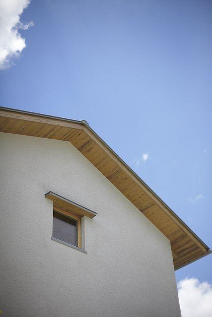 外観好き。白壁+板張りの軒裏
