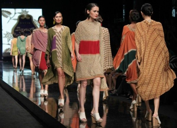 JFW 2012 Day 2: Wearable Batik By 3 Indonesian Designers For Danar Hadi - Female Daily