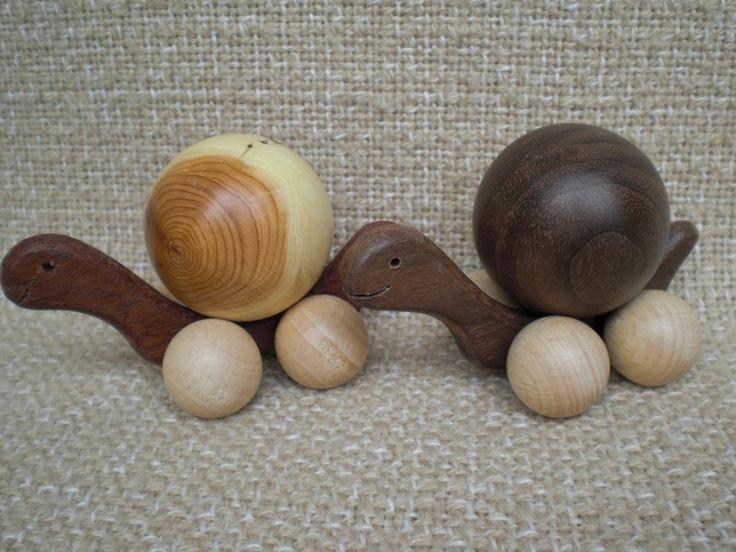 Schildkröte (klein) mit gedrechselten Kugeln von Pfiffiges aus Heu, Wolle und Holz auf DaWanda.com