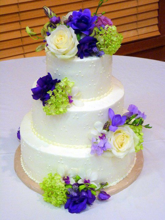 triple swiss dot wedding cake buttercream wedding cakes fresh flowers buttercream 21270