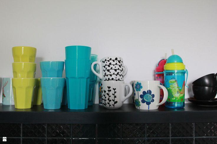 Kuchnia. Czarno-białe kubki DIY. - zdjęcie od Agnieszka Kijowska - Kuchnia - Styl Skandynawski - Agnieszka Kijowska, black & white, scandinavian design, kitchen, diy