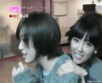 Gif.Heomi.com+T-Ara.Eunjung.Hyomin.02050144a.gif (400×328)