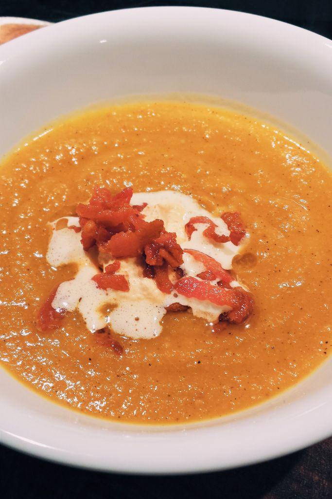 Potage à la courge musquée et bacon avec crème fouettée au paprika fumé - Bibitte à Bouffe