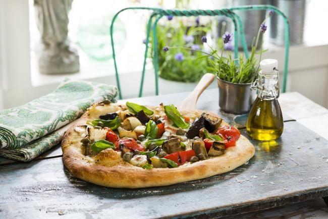 Pizza med grillede grønnsaker