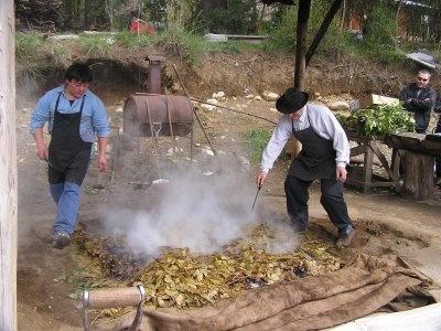 Patagonia Argentina, Colonia Suiza, Bariloche. Ceremonia del curanto